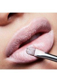 MAC - CREMESHEEN LIPSTICK - Lipstick - bosom friend - 2
