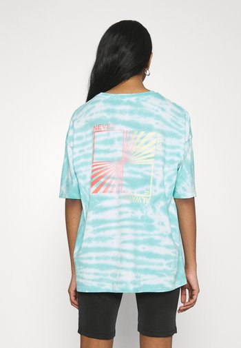 TRUE BOY PIPE TEE - Print T-shirt - baja blue