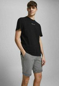 Jack & Jones - Shorts - silver birch - 3