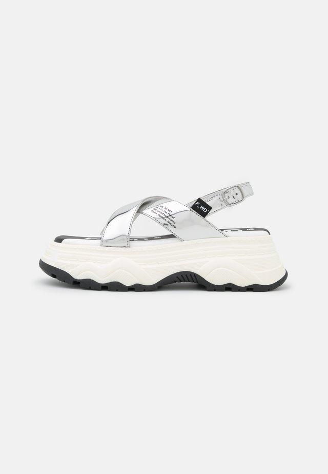 Sandalen met plateauzool - silver