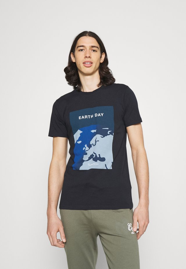 ALDER EARTHDAY TEE - T-shirt con stampa - total ecplise