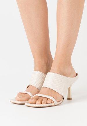 Sandalias - beige