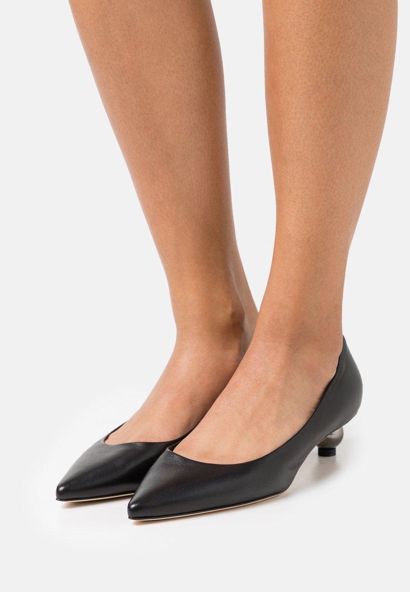 WEEKEND MaxMara - TARSO - Classic heels - schwarz