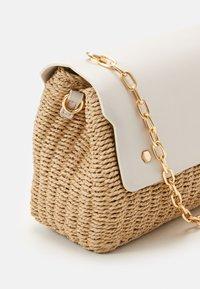 PARFOIS - CROSSBODY BAG LEIA - Across body bag - ecru - 4