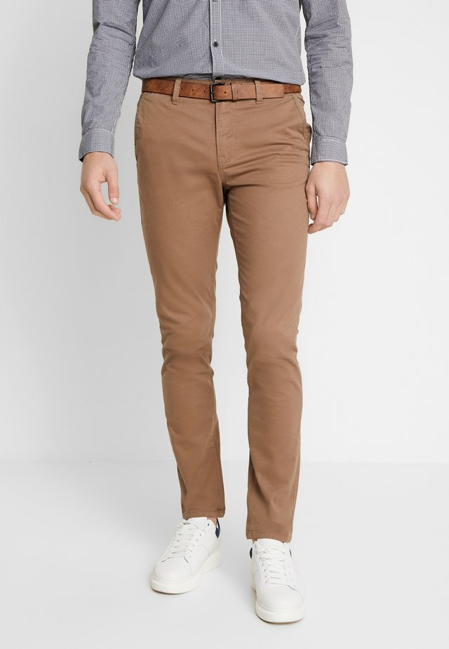 WITH BELT - Chino - honey camel beige