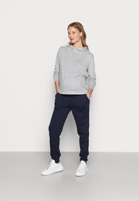Anna Field MAMA - Tracksuit bottoms - dark blue - 1