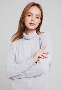 Noisy May Petite - NMCITY BAT DRESS - Jumper dress - light grey melange - 4