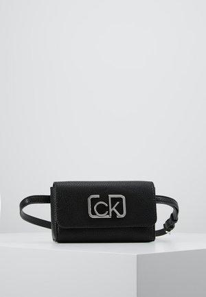 SIGNATURE BELTBAG - Bum bag - black