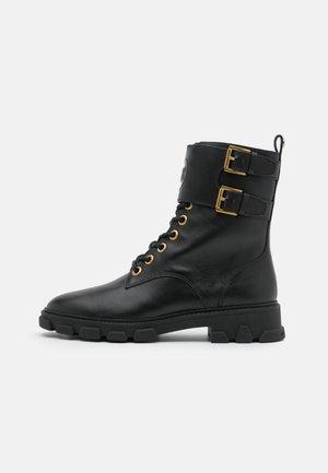 RIDLEY BOOT - Botines con cordones - black