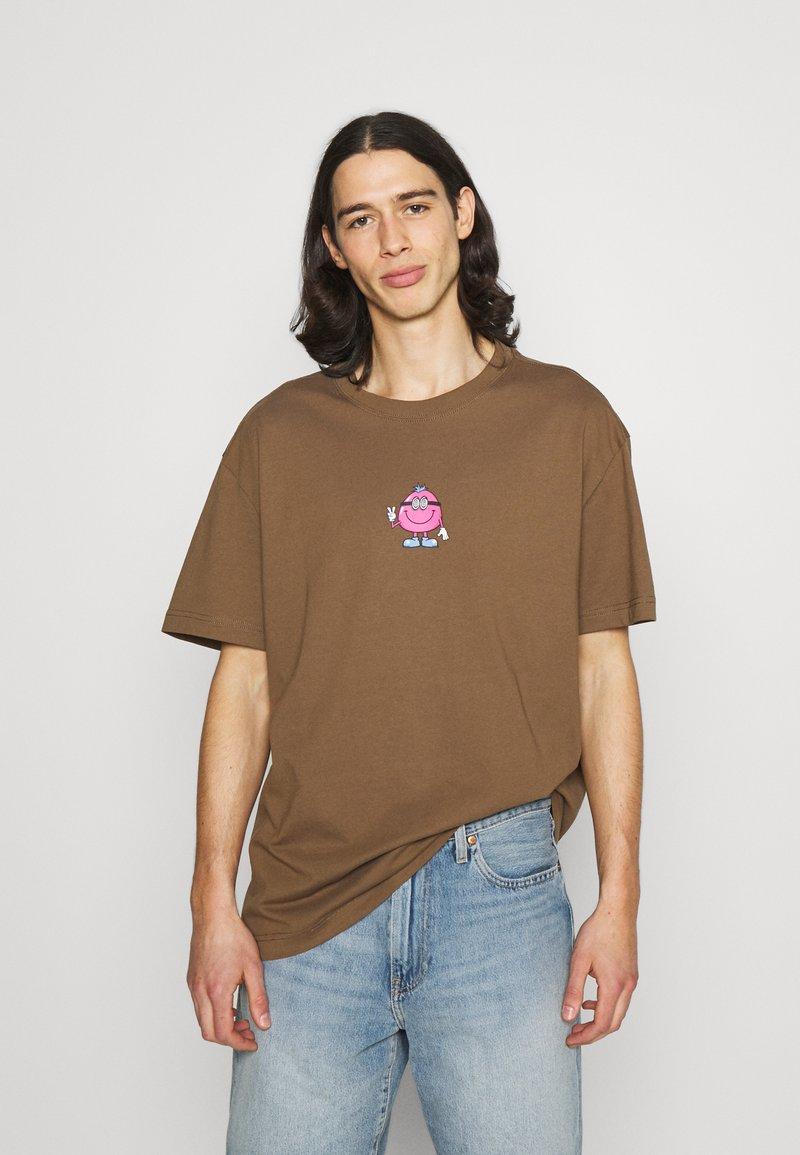Weekday - OVERSIZED PRINTED - T-shirts print - brown