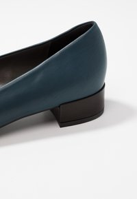 Peter Kaiser - DRINA - Classic heels - lake/schwarz evenly - 2