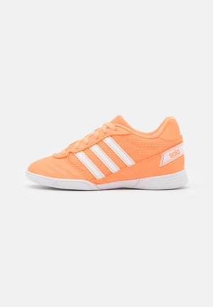 SUPER SALA UNISEX - Futsal-kengät - orange/footwear white