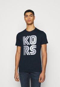 Michael Kors - TECHNO TEE - Print T-shirt - dark midnight - 0