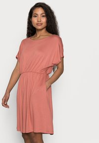 Pieces Petite - PCPETRINE DRESS - Jersey dress - canyon rose - 3