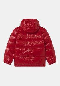 Polo Ralph Lauren - HAWTHORNE - Bunda zprachového peří - red - 1