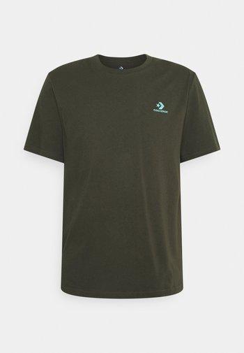 EMBROIDERED STAR LEFT CHEST TEE - T-shirt basic - cargo khaki
