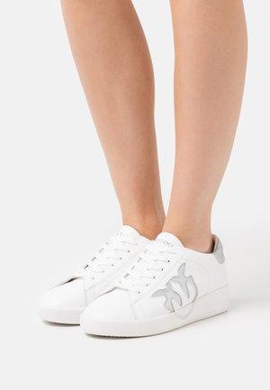KLUM LISCIO LOVE - Sneakers laag - bianco/argento