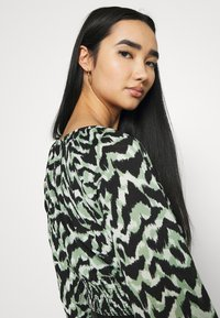 ONLY - ONLPELLA BOW - Long sleeved top - black/green milieu - 3