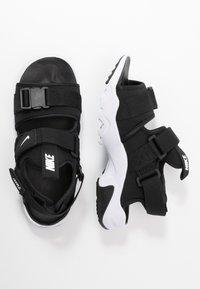 Nike Sportswear - CANYON SLIDE - Sandalias - black/white - 4