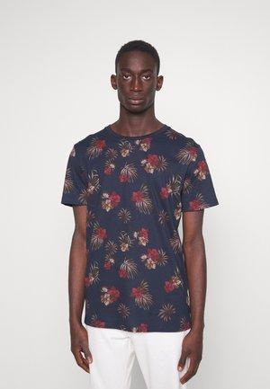 JJCHRIS TEE CREW NECK - Print T-shirt - sky captain