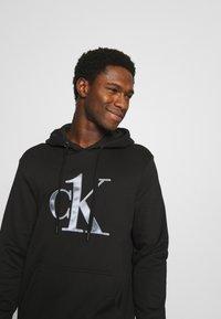 Calvin Klein Underwear - ONE RAW EDGE HOODIE - Pyjama top - black - 3