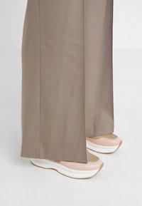 See by Chloé - Spodnie materiałowe - cinder beige - 4