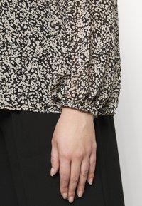 Vero Moda Curve - VMSAFFRON - Blouse - black/white - 4