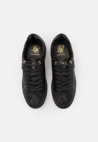 SIKSILK - PURSUIT CAMO - Trainers - black