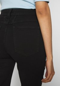 CLOSED - LEAF - Relaxed fit jeans - black - 3