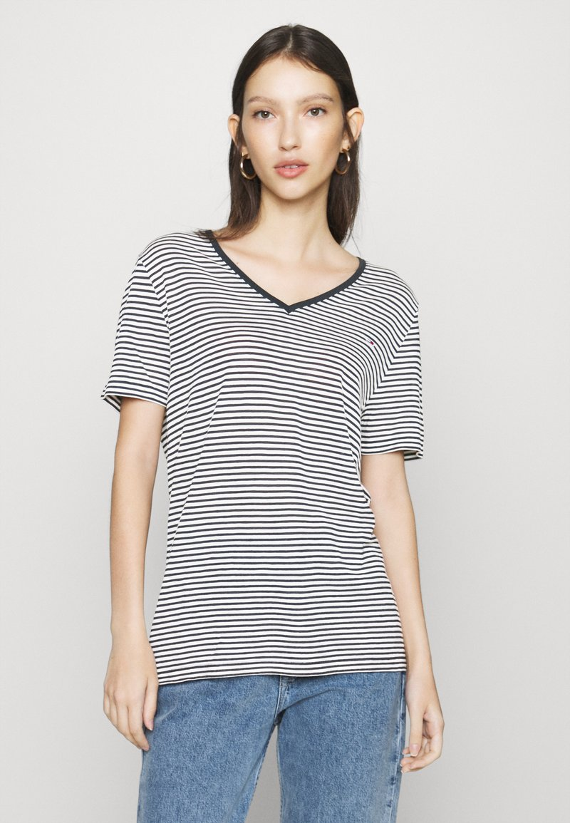 Tommy Jeans - TEXTURE FEEL V NECK TEE - T-shirts med print - twilight navy/white