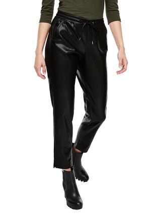 REGULAR FIT IN LEDER-OPTIK - Trousers - black