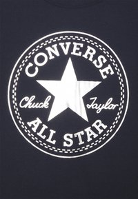 Converse - FOIL CHUCK PATCH TEE UNISEX - Print T-shirt - obsidian - 2