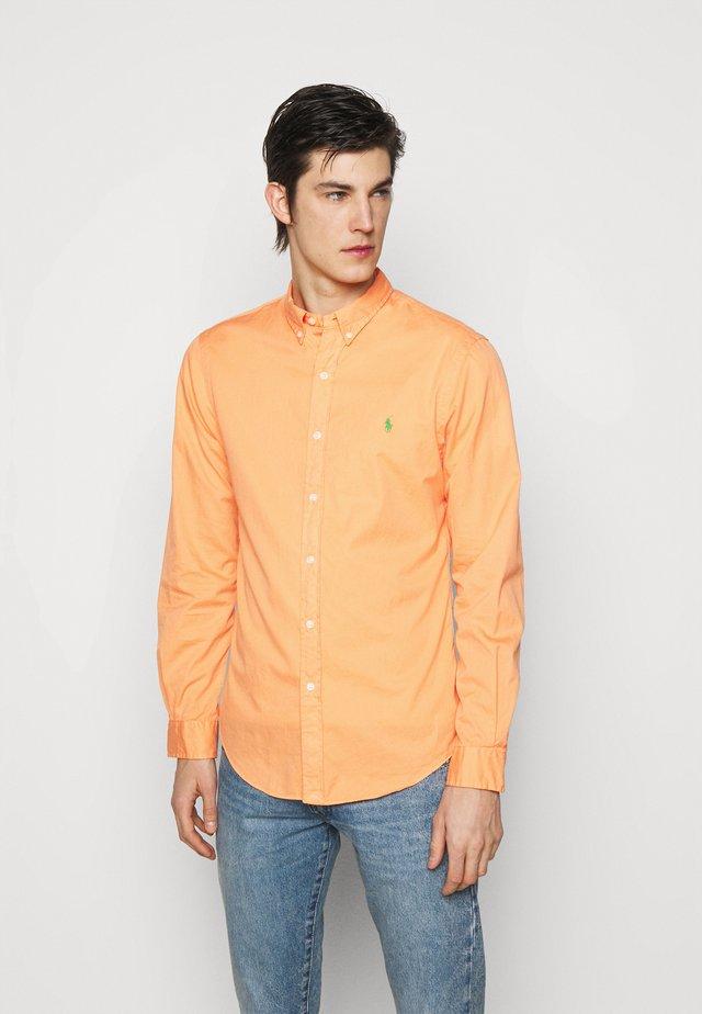 Shirt - classic peach