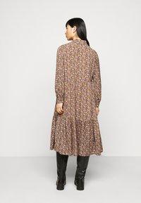 Pieces Petite - PCANJA MIDI DRESS - Shirt dress - black/brown/purple - 2