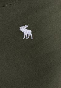 Abercrombie & Fitch - CORE CREW - Jednoduché triko - olive - 2
