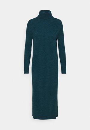 TURTLENECK MAXI DRESS - Strickkleid - forest blue