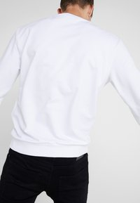 Emporio Armani - Felpa - bianco ottico - 4