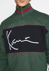 Karl Kani - SIGNATURE BLOCK TROYER - Sweatshirt - green - 5