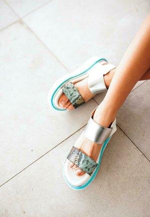 LOUISA - Platform sandals - green