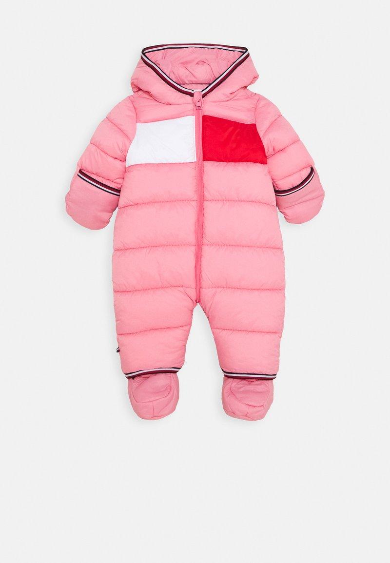 Tommy Hilfiger - BABY FLAG SKISUIT - Lyžařská kombinéza - pink