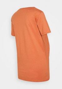 Pieces Maternity - PCMSANICCA TEE - Print T-shirt - sunburn - 1