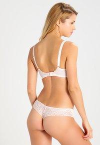 Triumph - AMOURETTE SPOTLIGHT - Thong - white - 2