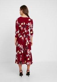 Lauren Ralph Lauren Petite - CARLYNA 3/4 SLEEVE DAY DRESS - Jerseyklänning - vibrant garnet/pink/multi - 3