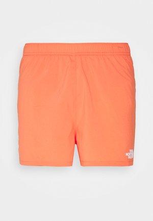 MOVMYNT SHORT - Pantalón corto de deporte - emberglow orange