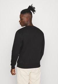 Alpha Industries - BASIC RAINBOW PRINT - Sweatshirt - black - 2