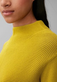 Marc O'Polo - STRUCTURE MIX TURTLENECK - Jumper - fresh pea - 4