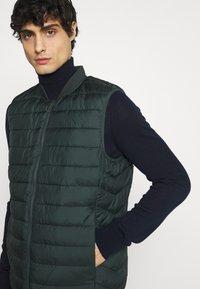 CELIO - SULESS - Waistcoat - dark green - 3