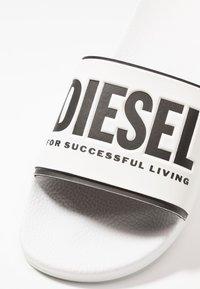 Diesel - VALLA SA-VALLA - Pantofle - white/black - 5