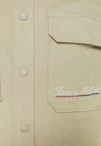 Tommy Hilfiger - SCRIPT LOGO UNISEX - Summer jacket - desert tan - 2