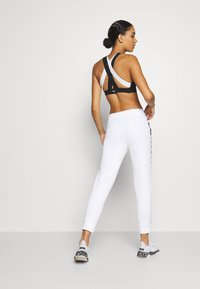Puma - AMPLIFIED - Pantaloni sportivi - white - 2